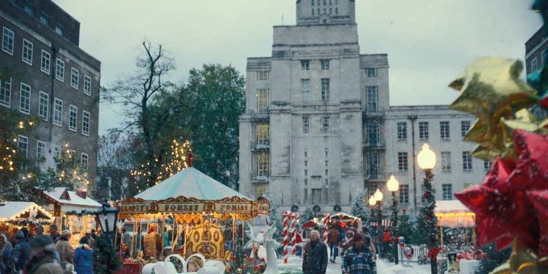 Kristoffer Polaha Christmas market