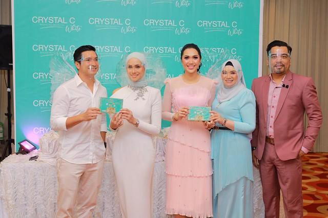 Natasha Hudson & Keith Foo Yakin Produk Crystal C White Dapat Mengatasi Masalah Kulit