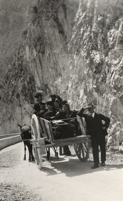 Women of Scanno on the way home from Pratola Peligna.