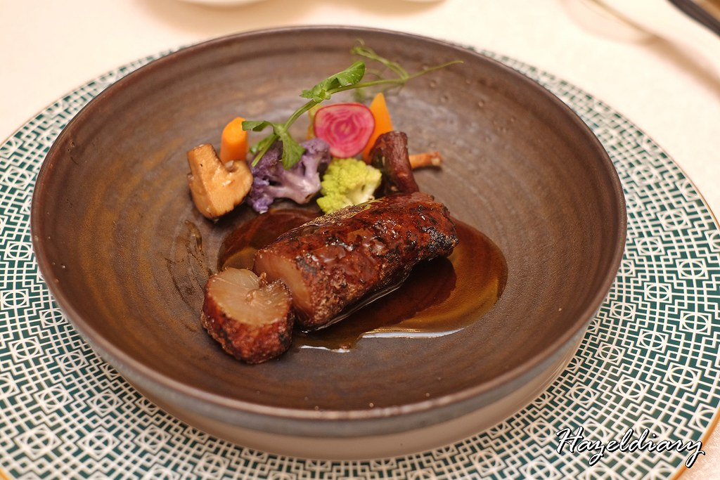 Crystal Jade Palace-Crispy Charcoal-Grilled Superior Sea Cucumber with Oyster Sauce