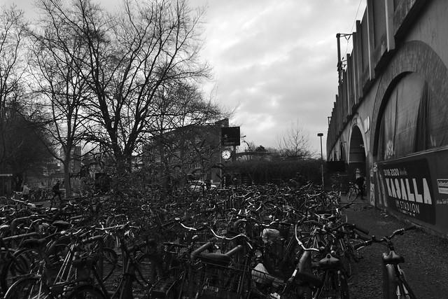 Fahrräder am Bahnhof Köln-Ehrenfeld (140FJAKA_5243)