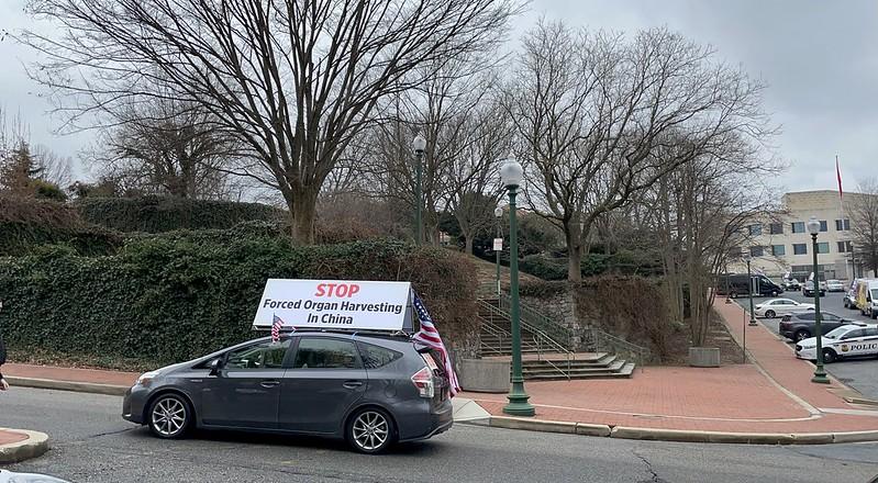 """01/05/21纽约""""打倒中共恶魔""""真相车队在DC中共大使馆游行"""