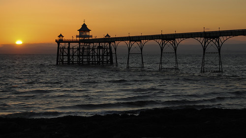 velodenz nikon e7900 coolpix t189 clevedon pier sunset northsomerset england unitedkingdom uk greatbritain gb sundown orange yellow outside outdoors dehors outofdoors enpleinair