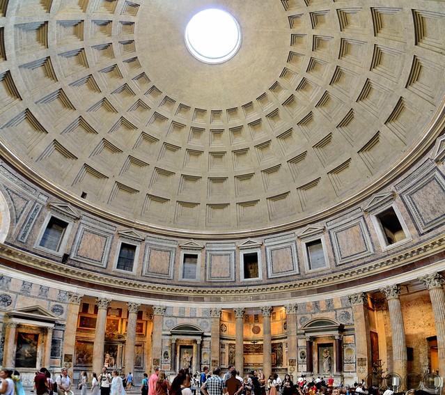 Inside de Pantheon