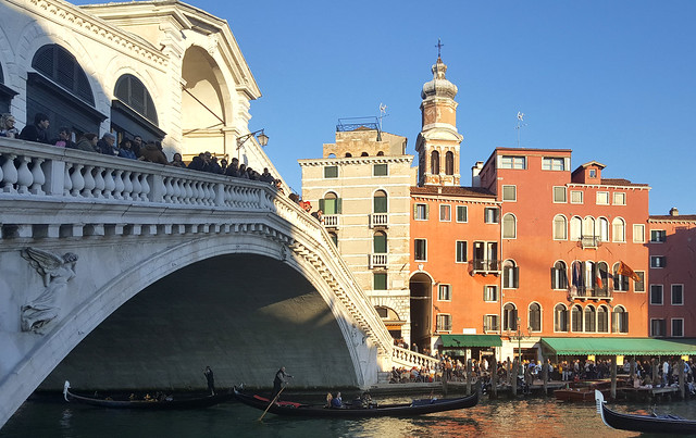 The Rialto bridge over the Grand Canal, Venice, Italy