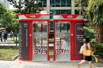 UNBOXED Lite features next-generation self-service kiosks powered by mmWave 5G and Singtel's AI assistant Stella. Photo credit: Singtel.
