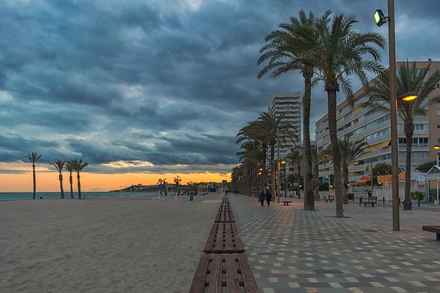 Atardecer en la Playa de San Juan, Alicante. Comunidad Valenciana, España.