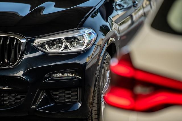 [新聞照片四] 全新X3、X4白金領航版全車系標配進階LED主動式轉向頭燈與遠光燈輔助系統,搭配車尾的3D立體曲面LED尾燈,強化視覺張力與層次