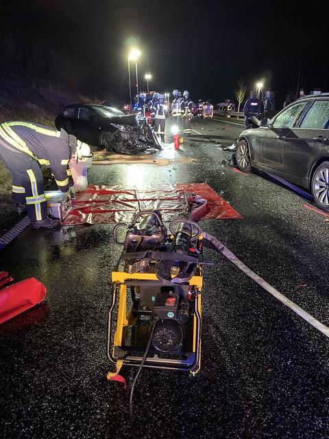 05.01.2021 Verkehrsunfall, mehrere Personen eingeklemmt