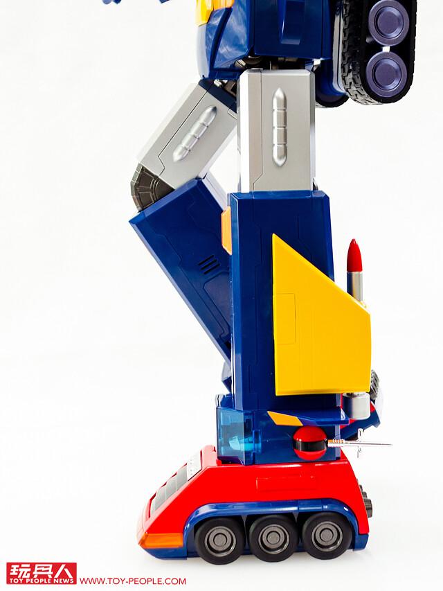 年度大作「DX超合金魂 VOLT IN BOX 雷霆五號」開箱報告 超棒合體與聲光再現經典超電磁機械!