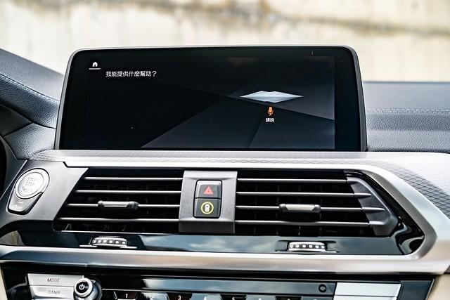 [新聞照片八] BMW ConnectedDrive智慧互聯駕駛服務除了可提供旅遊諮詢或任何生活資訊的旅程諮詢秘書,此次更升級BMW智慧語音助理2.0,擁有更口語化及人性化的互動方式