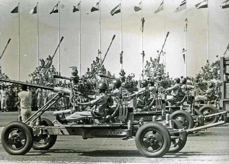 37mm-M1939-parade-cairo-1974-vkai-1