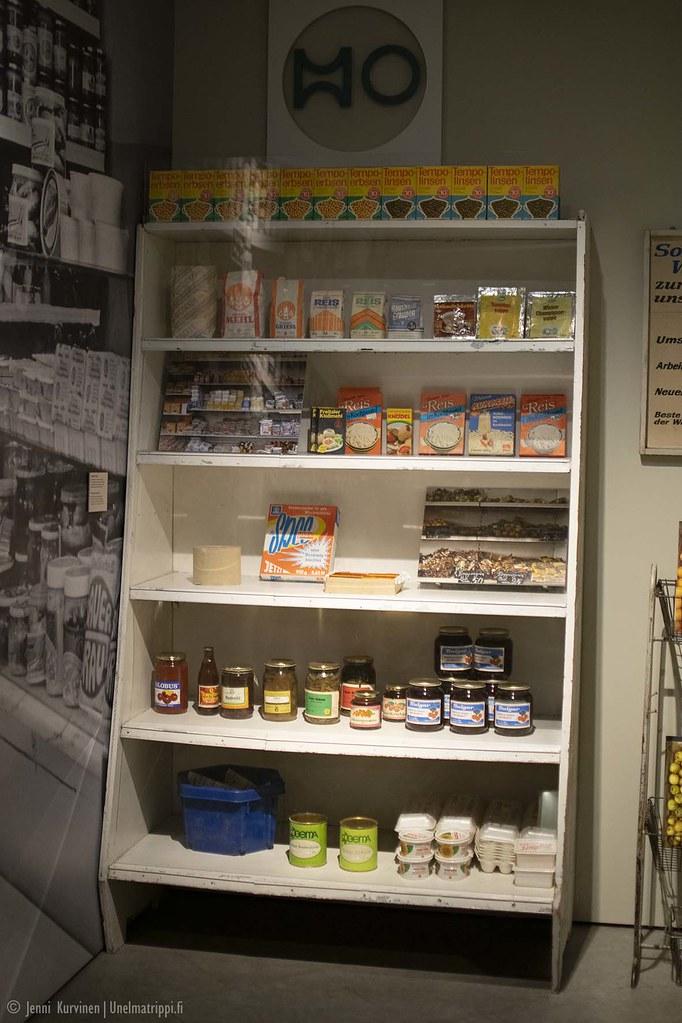 Kaupan hylly Kulturbrauerein museossa