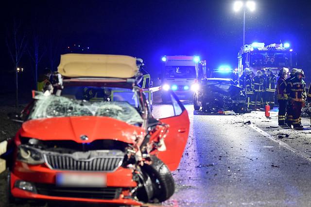 06.01.2021 Verkehrsunfall, mehrere Personen eingeklemmt