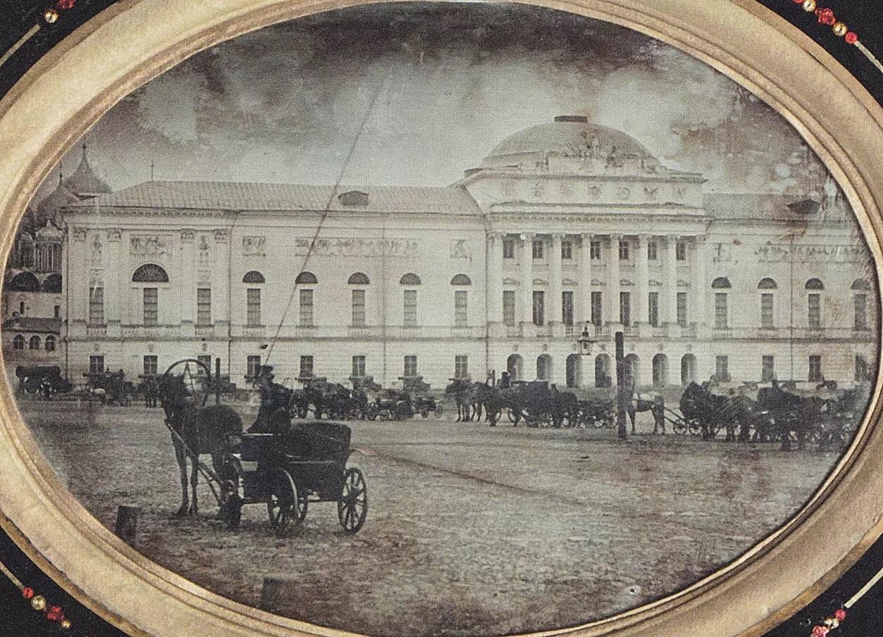 Старое здание оружейной палаты (кремлёвские казармы) до перестройки. 1851