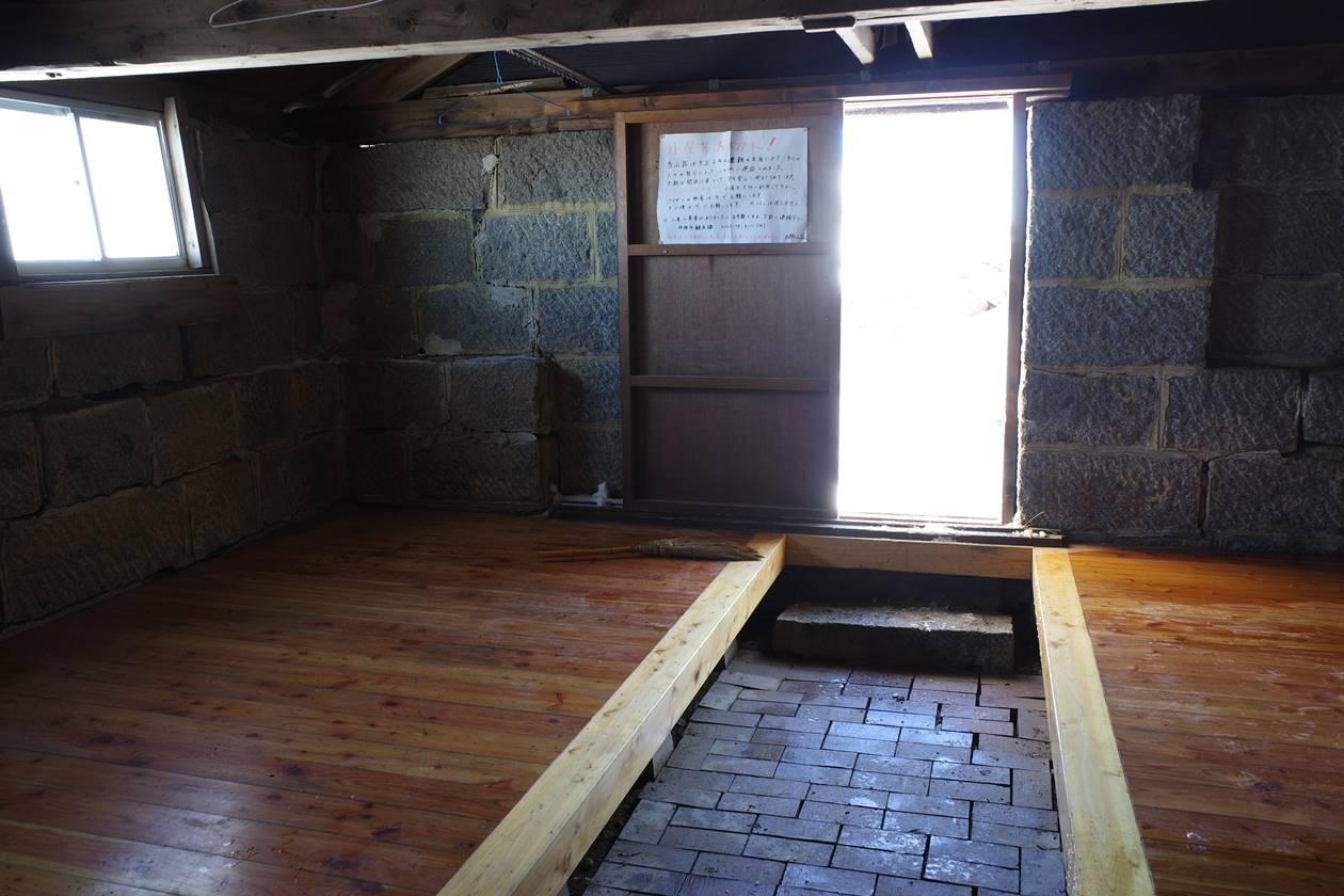 西駒山荘冬季小屋