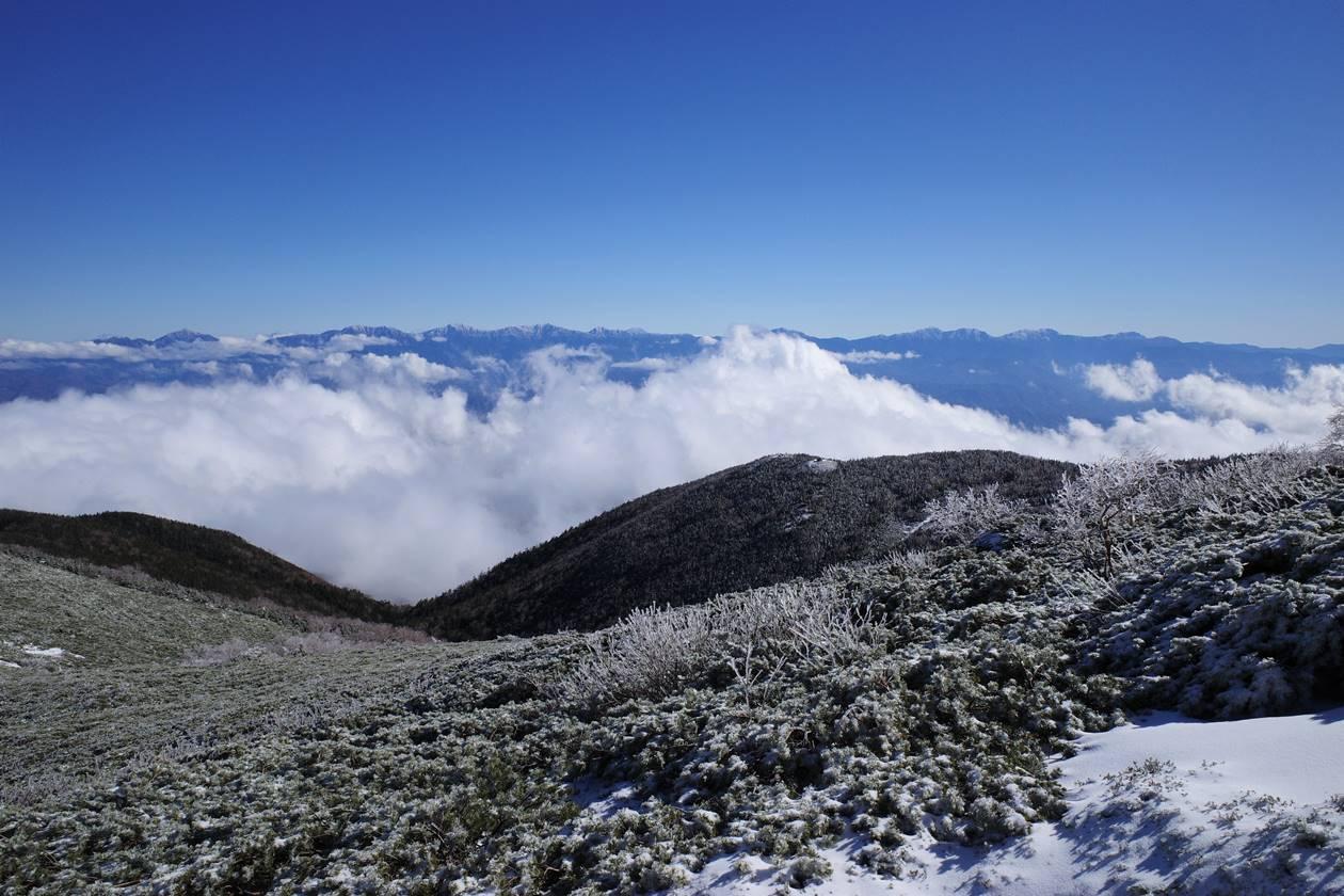 将棊頭山から眺める雲海と南アルプス