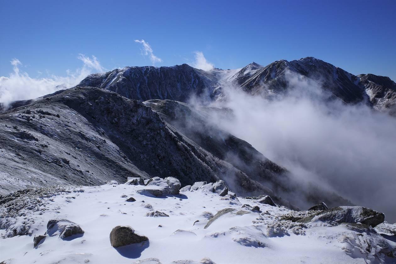 【登山】将棊頭山から眺める雪の宝剣岳~木曽駒ヶ岳