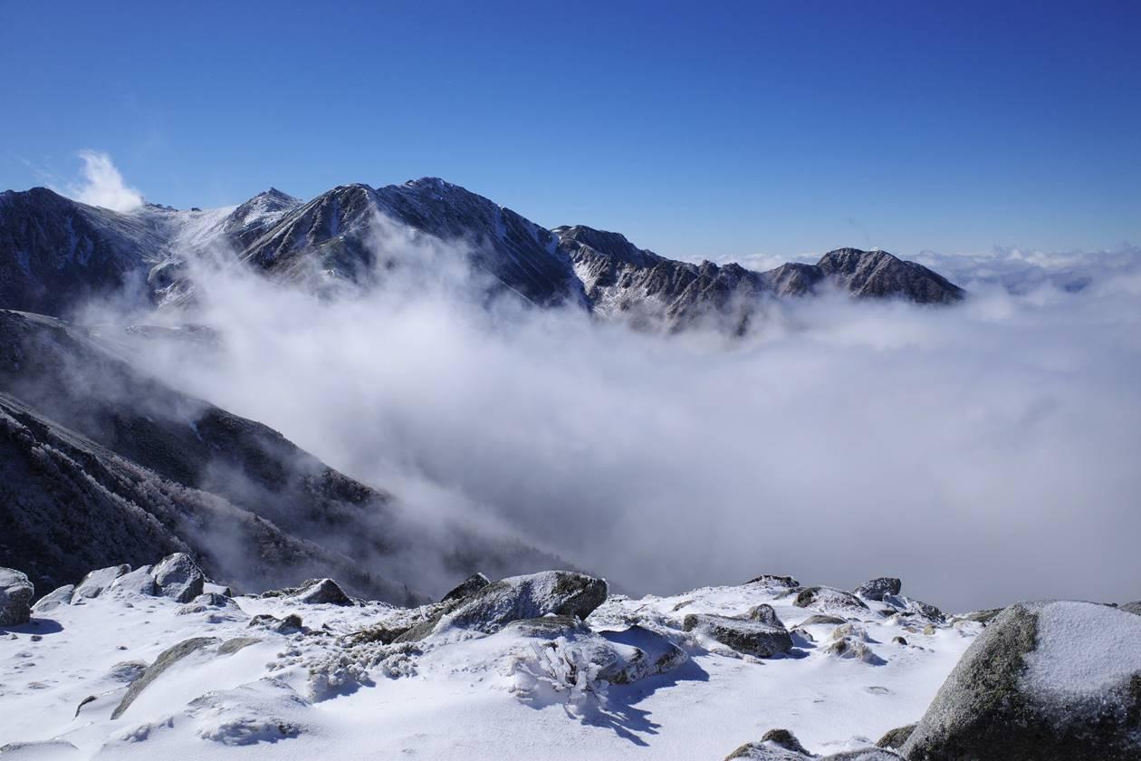 将棊頭山から眺める木曽駒ヶ岳と雲海