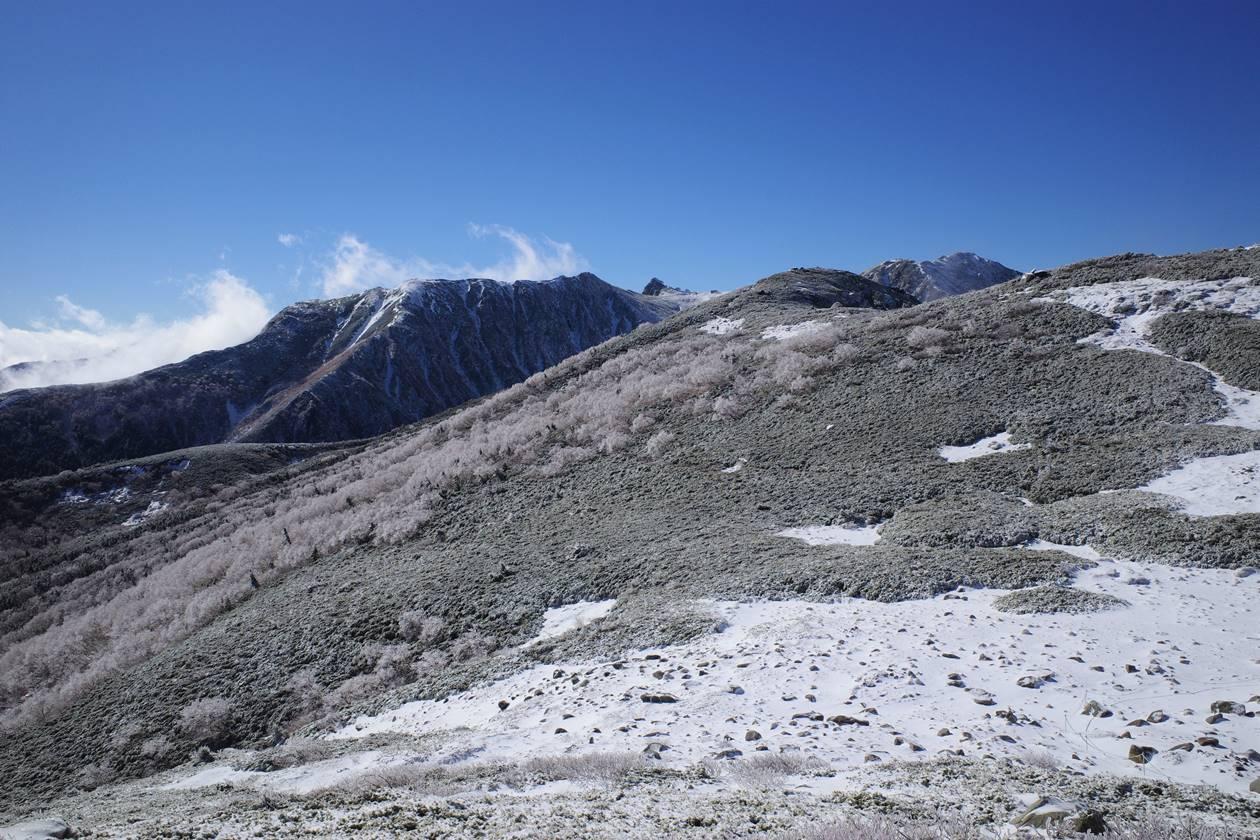 将棊頭山からの霧氷と雪の中央アルプス