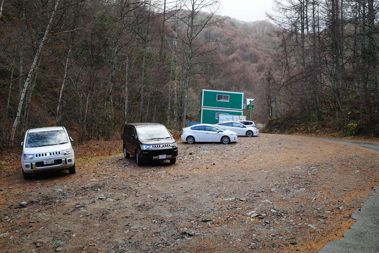 桂小場登山口駐車場