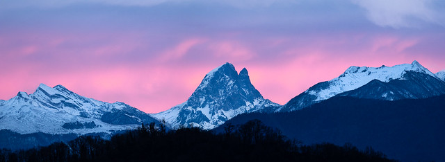 Pic du Midi d'Ossau au crépuscule