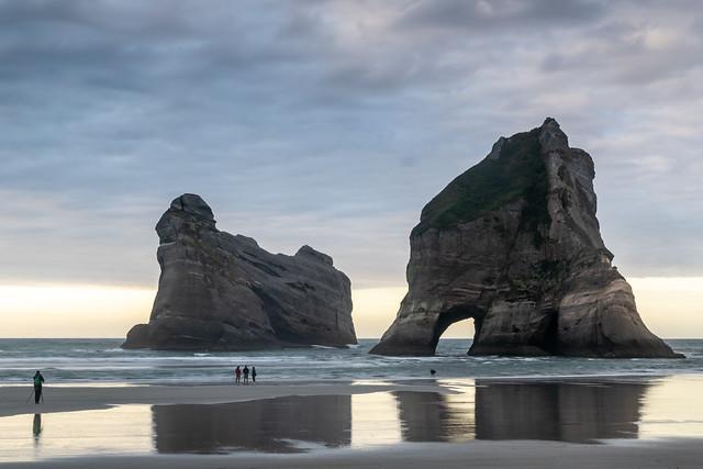Arches at Wharariki Beach / Oblouky na pláži Wharariki