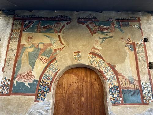 Fresecos exteriores de la Iglesia San Juan de Bohí