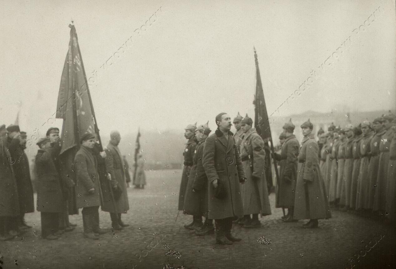 1918. Группа войск Красной Армии на площади Урицкого во время парада