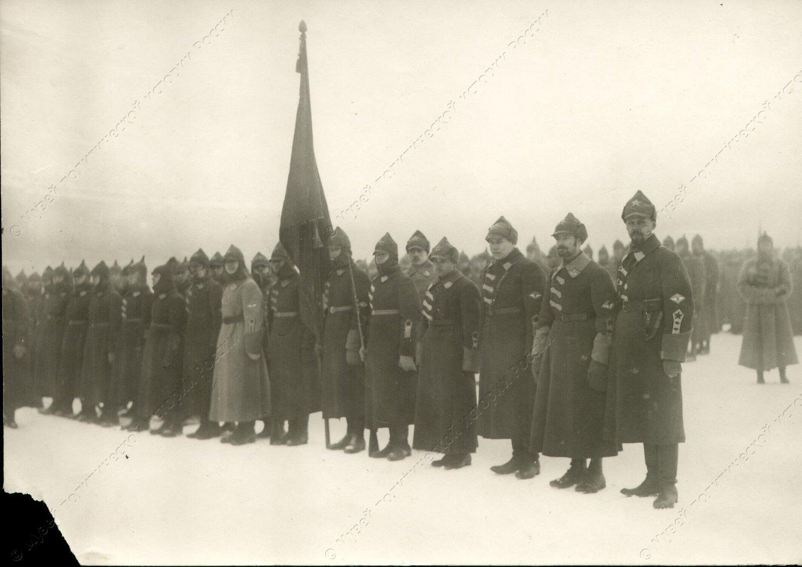 1918. Бойцы Красной Армии в строю
