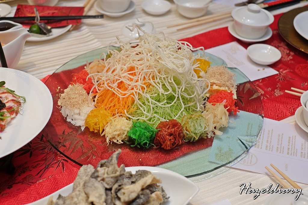 Wan Hao Chinese Restaurant Marriott-Lobster & Caviar Yu Sheng with Crispy Fish Skin