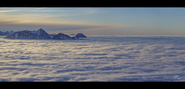 Über den Wolken... (Contax Vario-Sonnar 4.5-5.6/100-300)