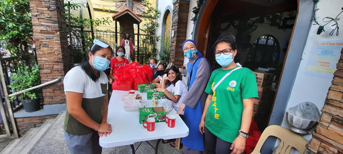 Filipinas: Donación de comida para ayudar a 1,300 familias en Navidad
