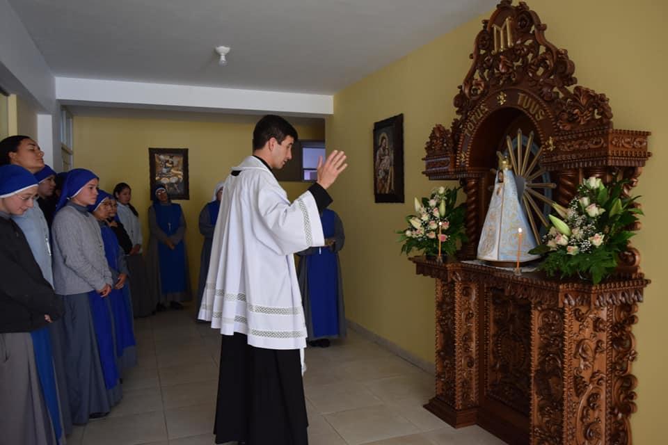 Perú: Bendición del retablo de la Virgen de Luján