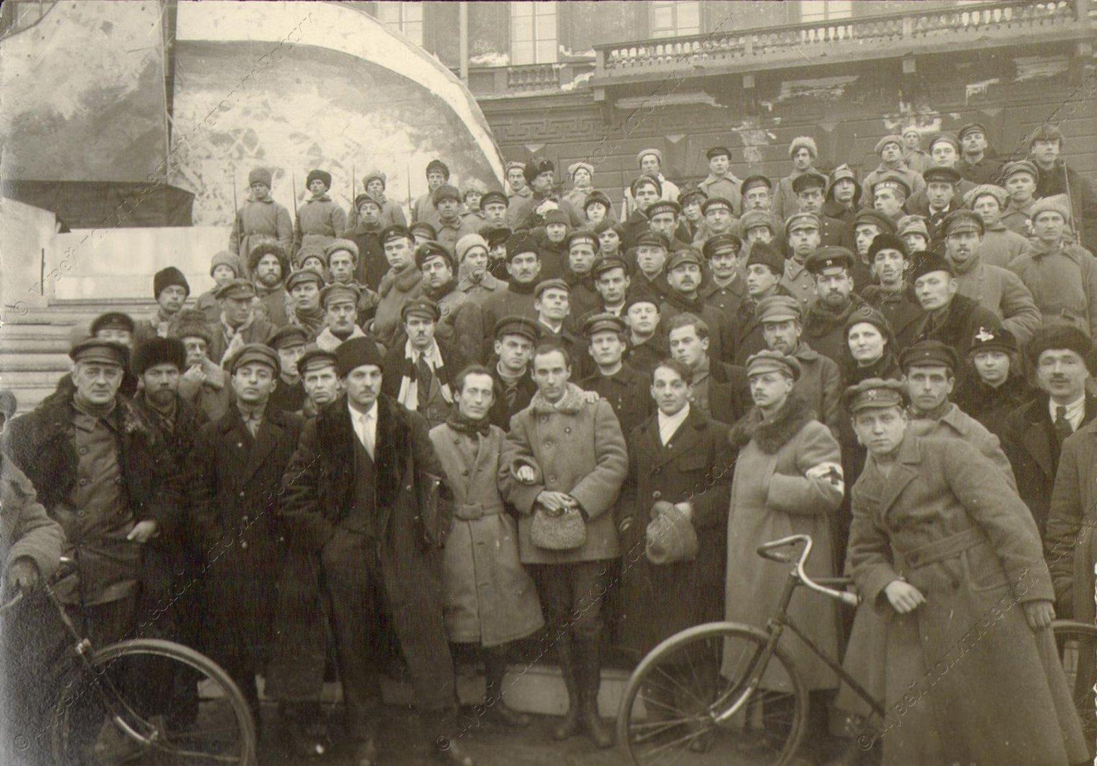 1918. Группа особоуполномоченных по организации октябрьских торжеств. Петроград