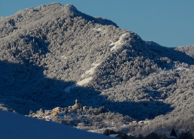 DSC_2054_6527 - Il risveglio del paesino innevato - The awakening of the snowy small village.