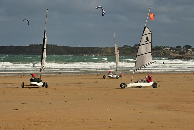 Saint-Malo / Windy day / Windsurfing on wheels