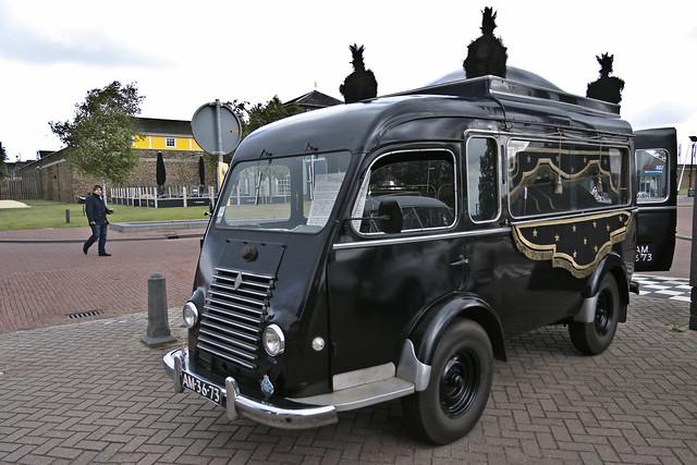 Renault Corbillard 1953 (8500)