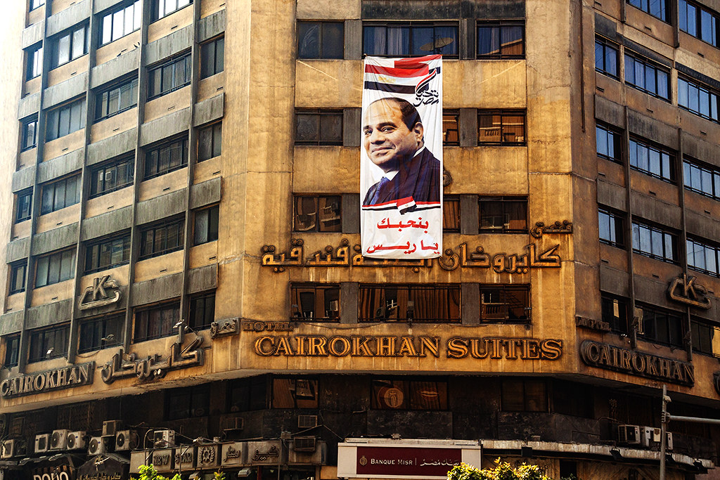 Al-Sisi on facade of Cairokhan Suites on 1-8-21--Cairo