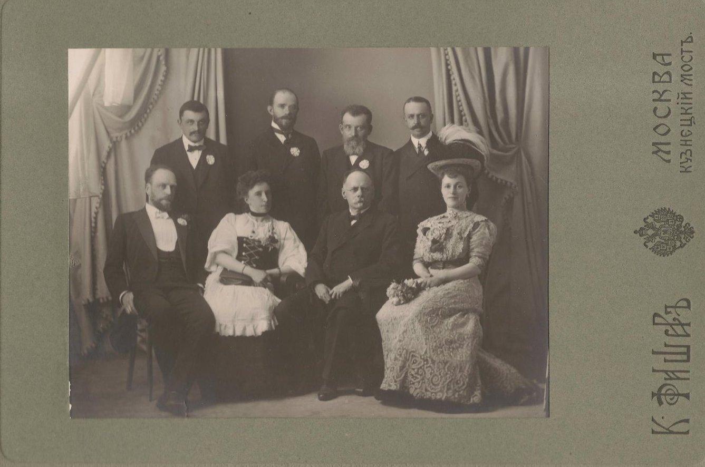 Члены комитета Вербного базара в пользу городского попечительства о бедных. 1909