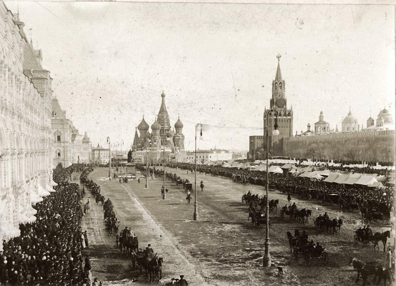 Вид Красной площади в Вербное воскресенье. 1910-е.