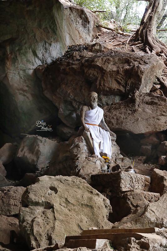 Wat Suwan Khuha phang nga monk