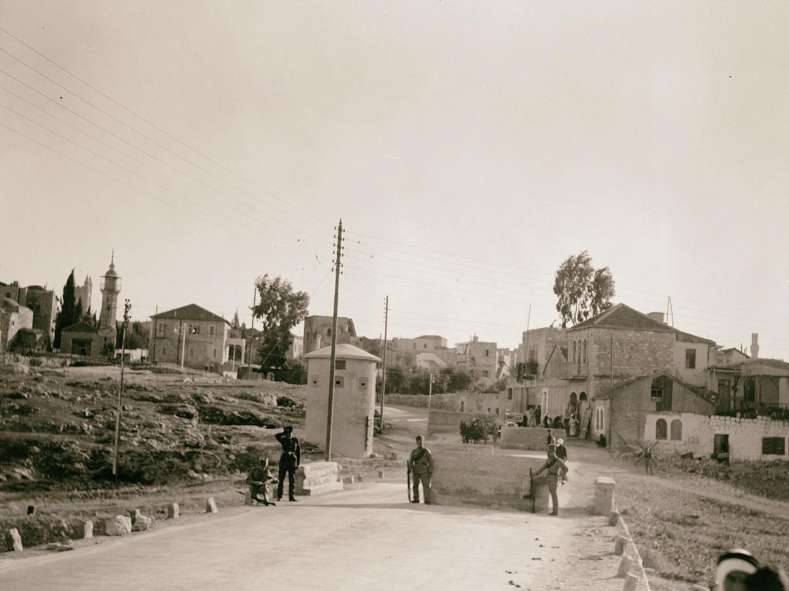 07. 1938. Шхем. Заграждения на шоссе, ведущем в Иерусалим с севера