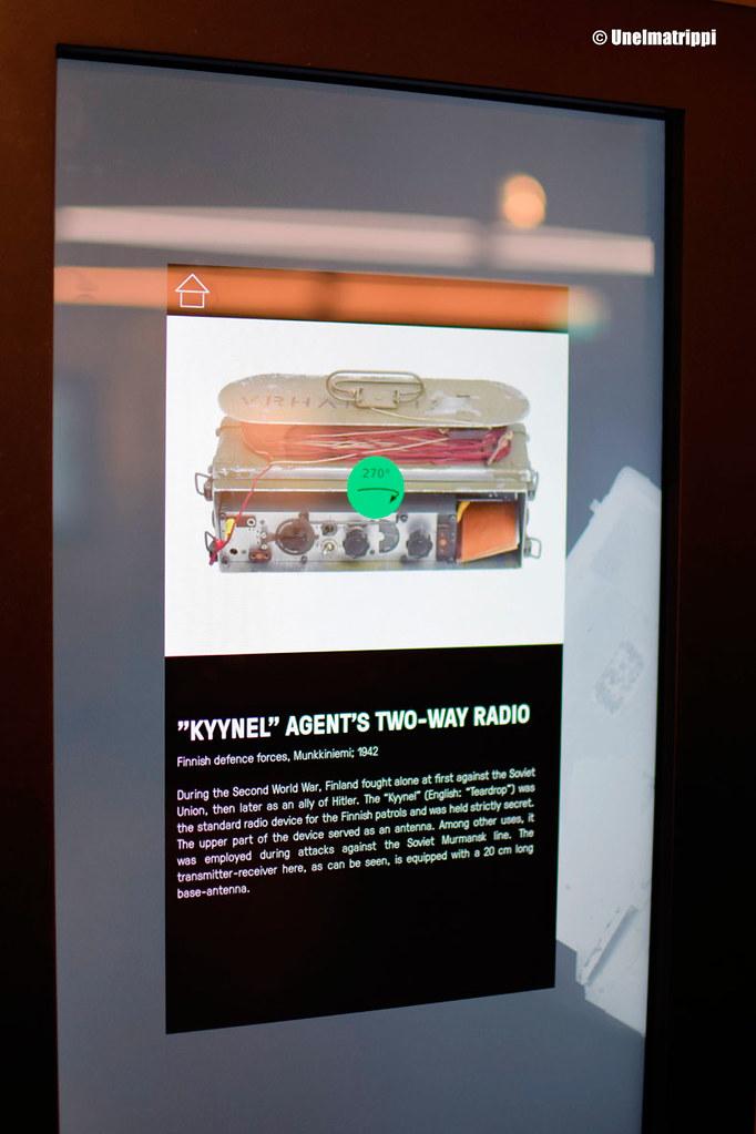 Spy Museumin tietotaulu agenttien käyttämästä Kyynel-radiosta