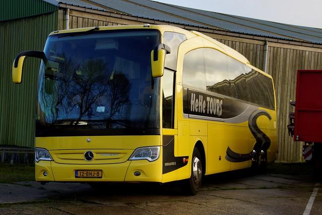 Mercedes-Benz Travego HeHe Tours met kenteken 12-BNJ-8 in Gramsbergen 09-01-2021