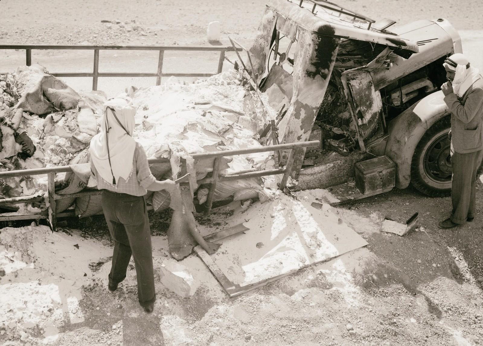 19. 1938. Крупный план сгоревшего грузовика с калием