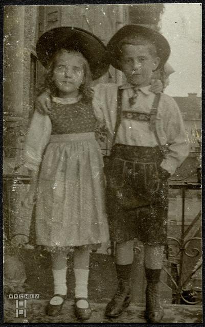 ArchivTappen2AAl2d401 Geschwister, Doppelporträt, Fotoalbum, 1900-1930er