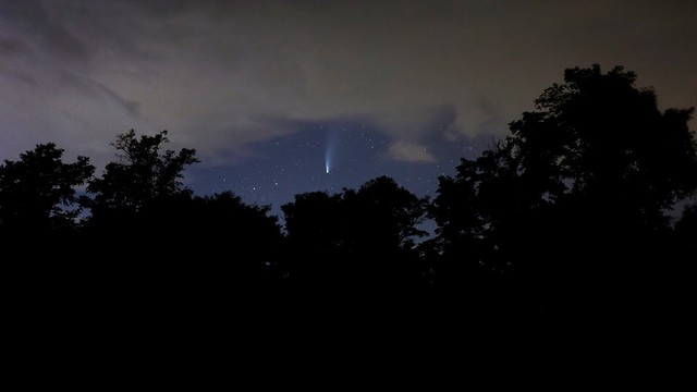 VCSE - Néha persze voltak felhők. A tábor nyolc éjszakájából ötön lehetett vizuális észleléseket végezni. Az öt derültből négyen lehetett asztrofotózni. Olyan jó ég volt, hogy néha az volt az érzésünk, a Jupiter árnyákot vet az egyik fehér színű Dobson-távcsőre... - Fotó: Schmall Rafael