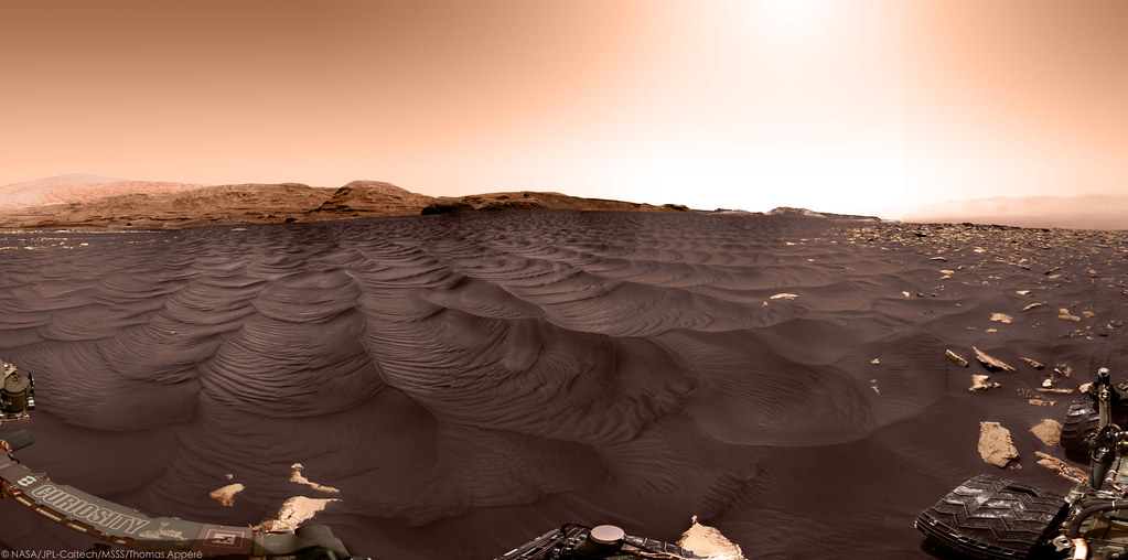 Curiosity rover at Sands of Forvie, sol 2979 - colorized version