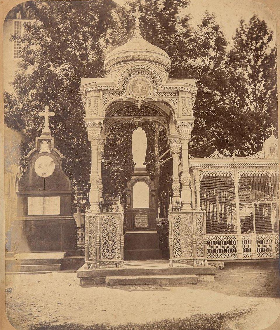 Кладбище Новодевичьего монастыря. Надгробный памятник Н.В.Рукавишникову. 1877